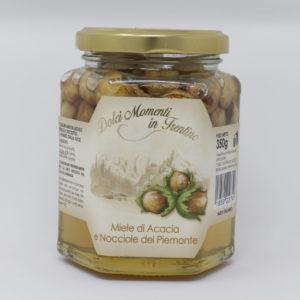 Miele di acacia e nocciole del piemonte